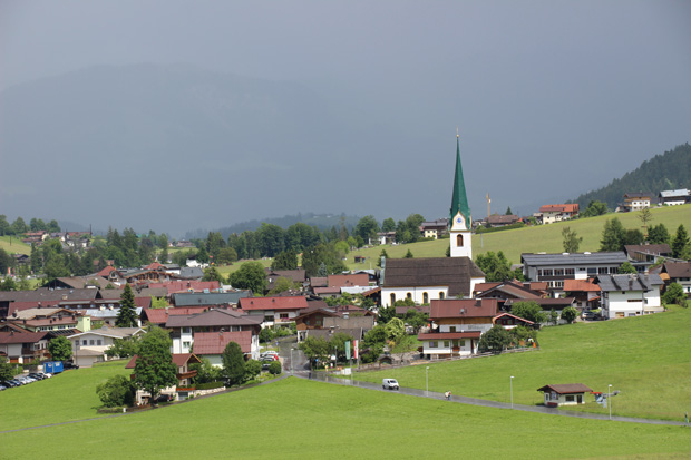 Blick vom Bergdoktorhaus auf den Ort