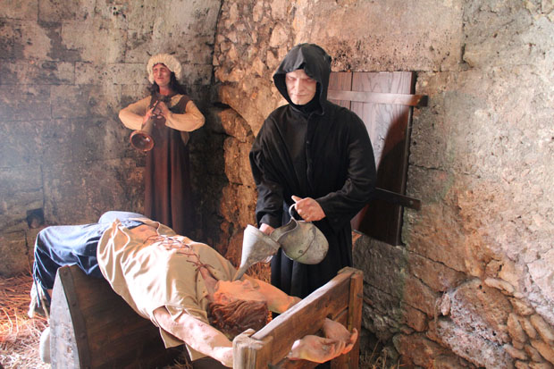 Auch über die mittelalterliche Folter wird informiert