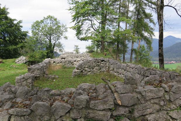Von der Auerburg zeugen heute nur noch wenige Mauerreste