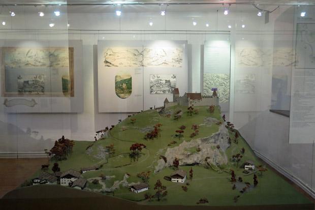 Wie die Burg einst aussah, zeigt dieses Modell im Audorfer Museum im Burgtor