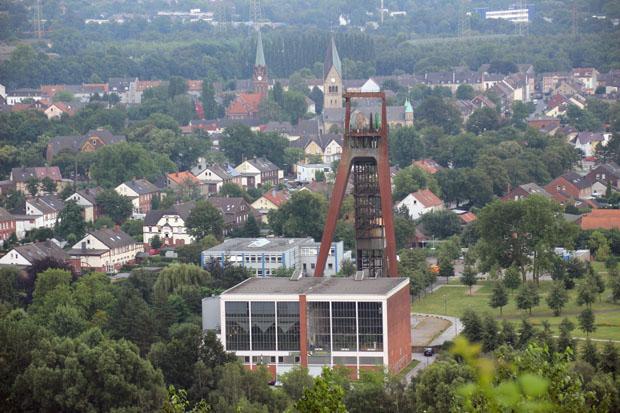 Quasi direkt am Fuße der Halde liegt die Zeche Recklinghausen