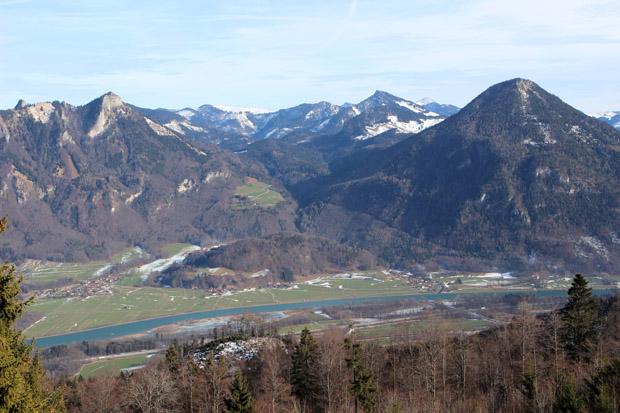 Der Heuberg (links) und das Kranzhorn (rechts) sind unverkennbare Gipfel im Inntal