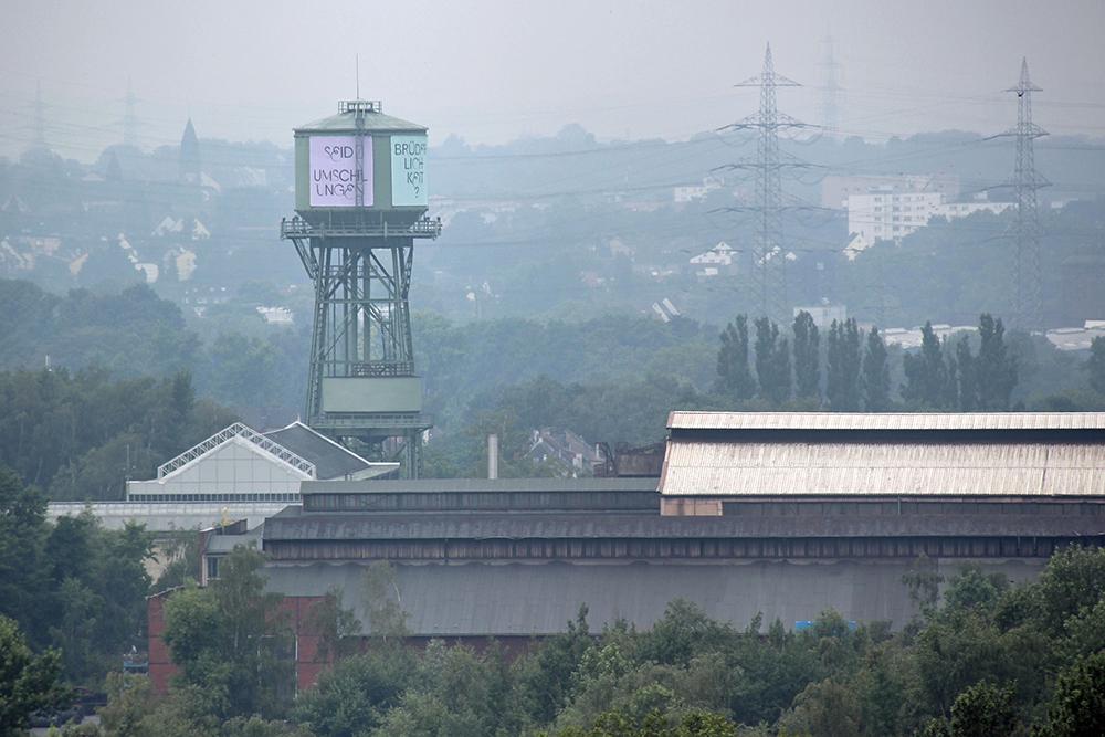 In der näheren Umgebung ist die Jahrhunderthalle Bochum zu sehen
