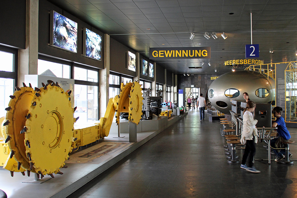 Blick durch einen der Ausstellungsräume im Deutschen Bergbau-Museum Bochum