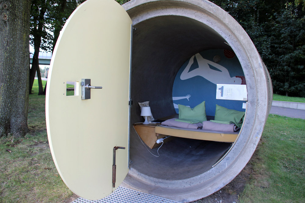 Das Kanalrohr im Bernepark Bottrop ist eine besondere Übernachtungsmöglichkeit im Ruhrgebiet - fast wie Camping