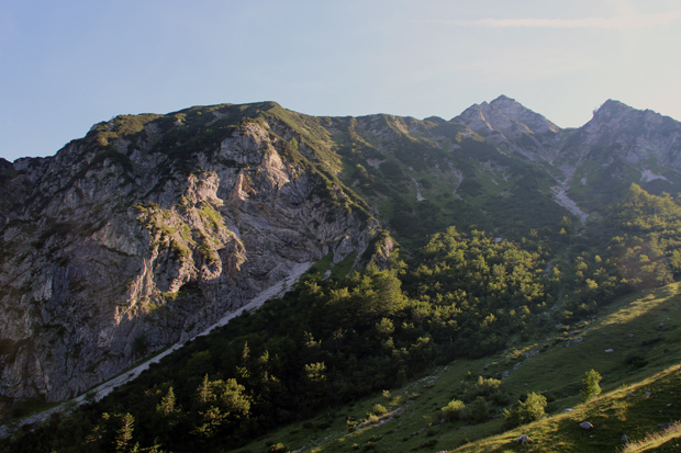 Der benachbarte Breitenstein prägt das Bild während des Aufstiegs zum Geigelstein