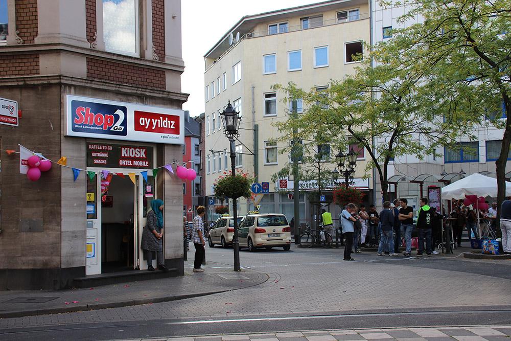 Sicher keine klassische Trinkhalle, aber trotzdem mit Eifer dabei - der Shop 2 Go in Duisburg