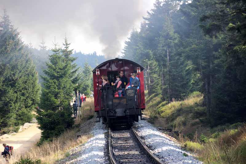 Voller Zug in Richtung Brocken