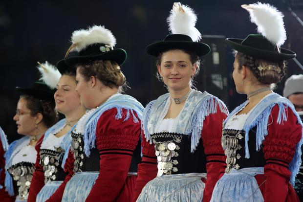 Auch die Damen präsentierten sich in feschen Outfits