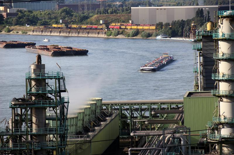 Der Rhein in Duisburg