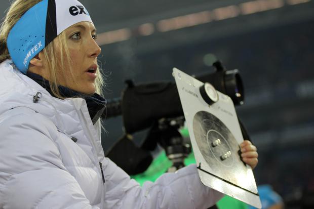 Die französische Trainerin kontrollierte das Trefferbild ihrer Athleten