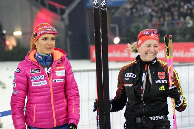 Ein kleiner Plausch zwischen Franziska Hildebrand und Gabriela Koukalová