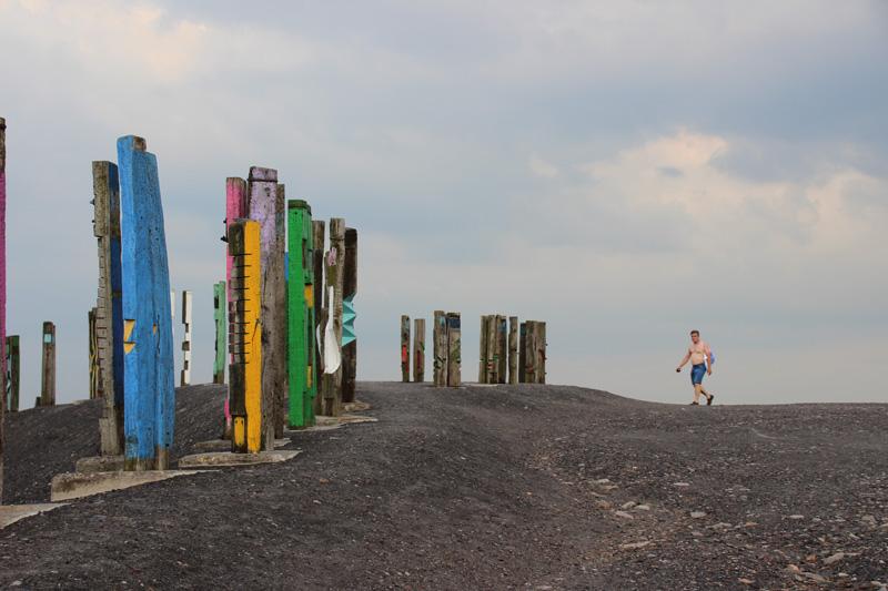 Gipfel mit Bahnschwellen der Halde Haniel