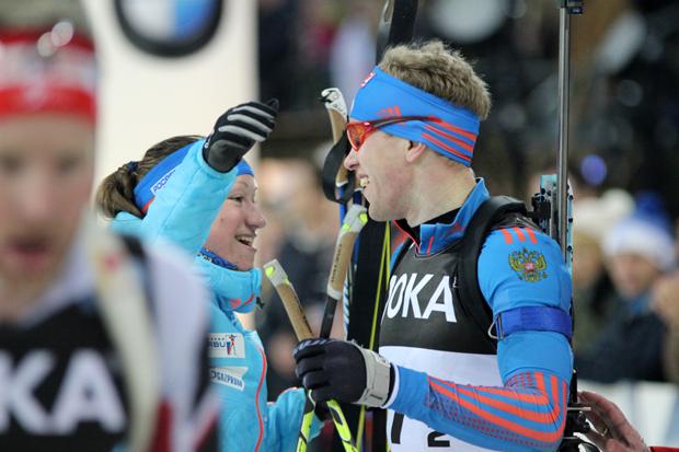 Die Russen Olga Podchufarnova und Alexey Volkov freuen sich über Platz 3
