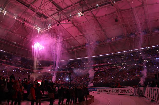 Ein gigantisches Feuerwerk wurde im Stadion gezündet
