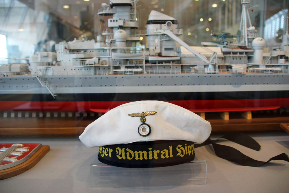 Uniform Mütze des Kreuzers Admiral Hipper
