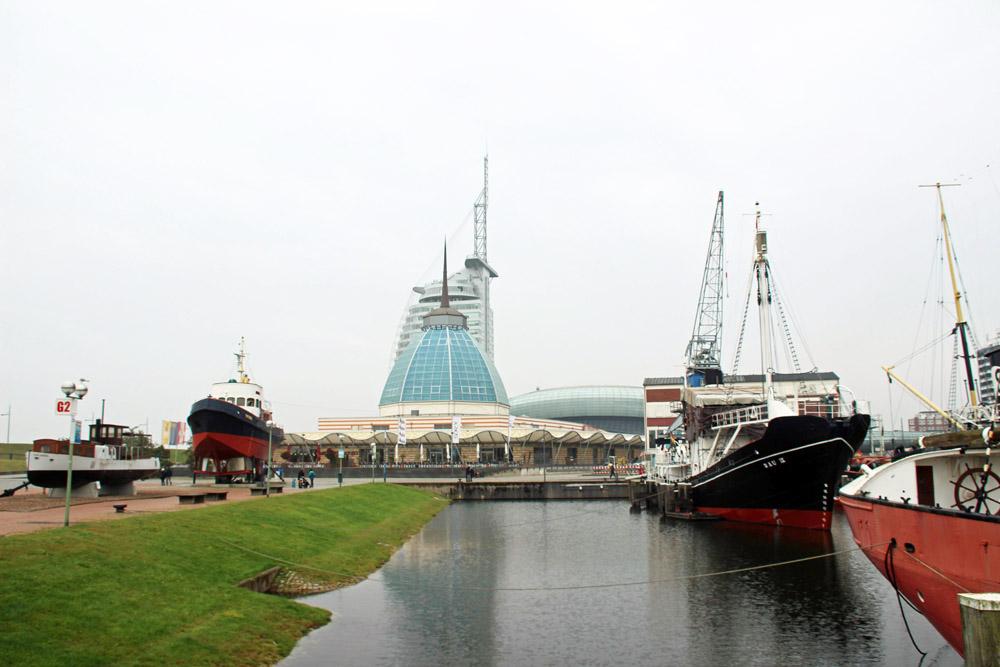 Skyline von Bremerhaven mit dem Hotel Atlantic und dem Museumshaven