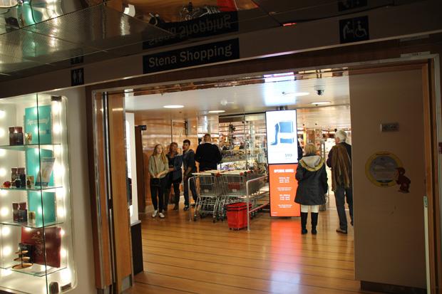 Selbst ein kleiner Shop ist auf der Fähre der Stena Line zu finden