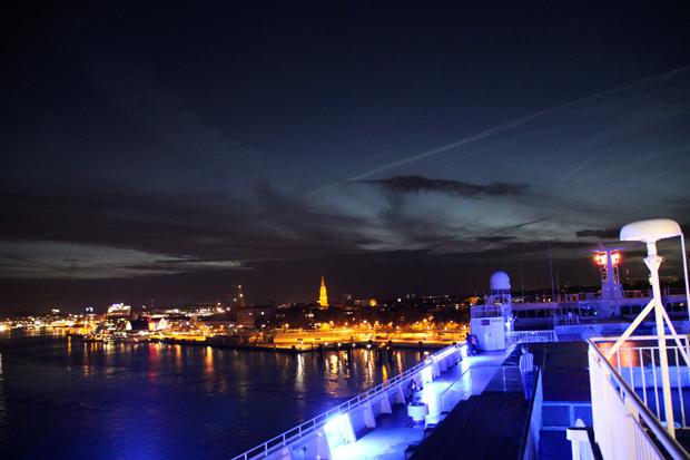Besonders nachts ist das leuchtende Schiff eine Augenweide