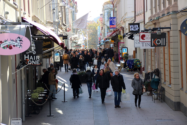 Einkaufsstraßen und Geschäfte gibt es viele