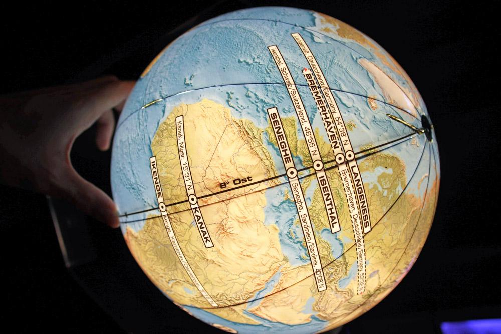 Globus im Klimahaus Bremerhaven, wo die Reise immer entlang des 8. Längengrades um die Welt führt