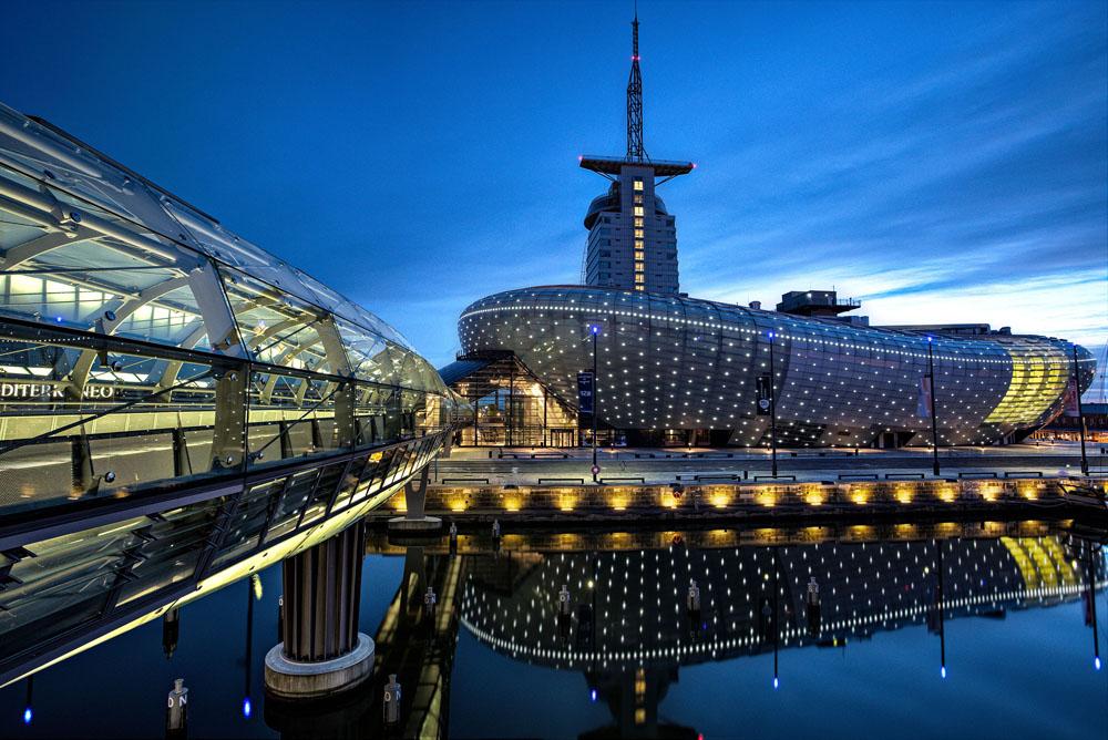 Klimahaus Bremerhaven bei Nacht