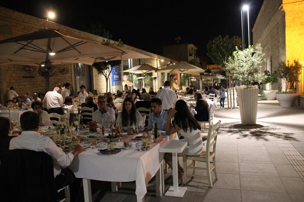 Zahlreiche Restaurants laden zum Schlemmen ein