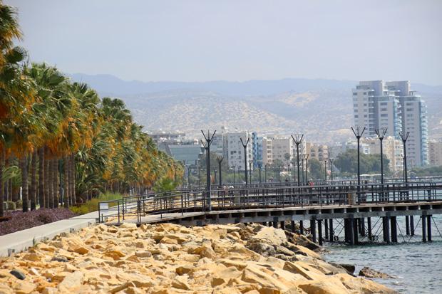 Keine Augenweide, aber dennoch schön - die Hafenpromenade