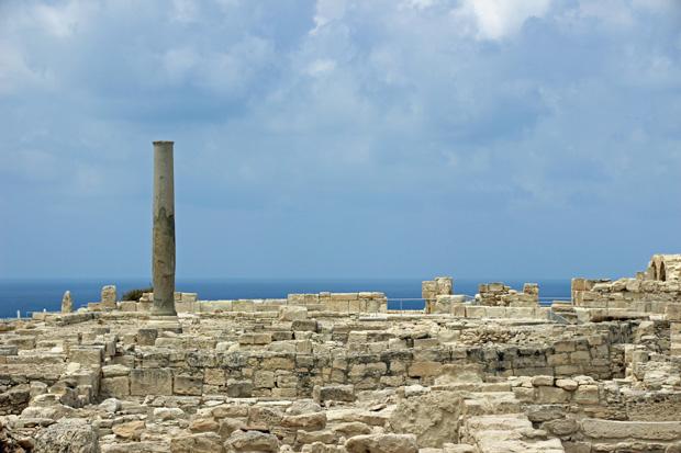 In der antiken Stadt Kourion auf Zypern in der Nähe von Limassol lassen sich auch Spuren der Griechen finden. Antike Säulen und vieles mehr sind zu sehen