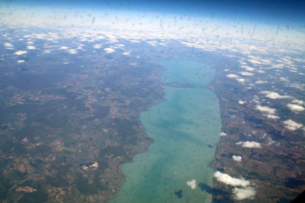 Der Plattensee in Ungarn sieht aus der Luft besonders beeindruckend aus