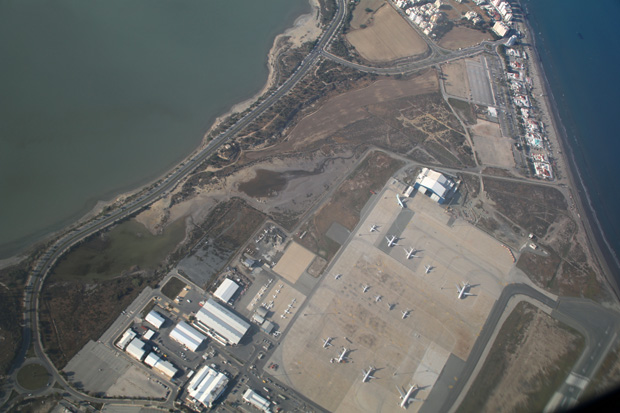 Eine letzte Schleife über dem Flughafen von Larnaca