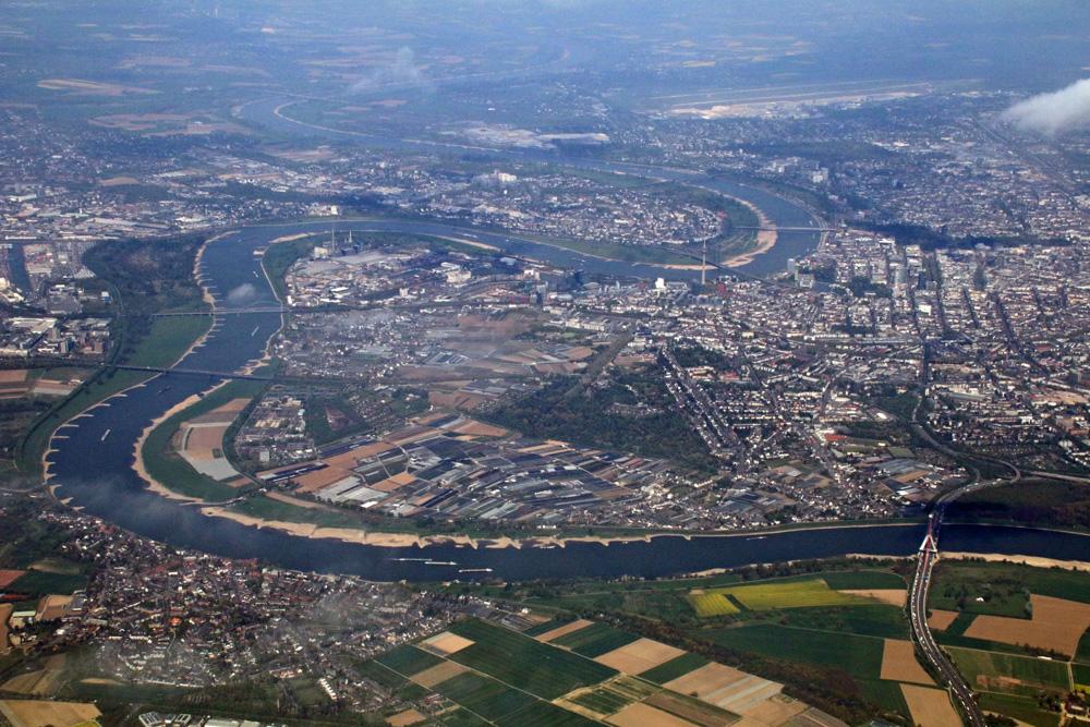 Kurz nach dem Start des Flugzeuges von Condor auf dem Flughafen Düsseldorf ergab sich dieser tolle Blick auf Düsseldorf