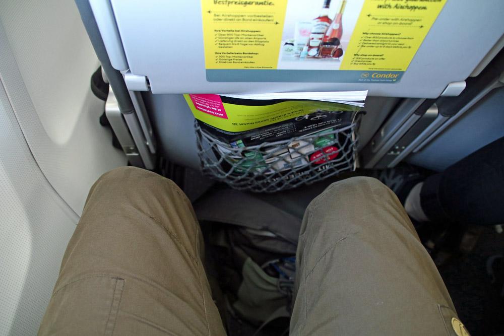 Den Sitzabstand in der Economy Class einer Boeing 757 von Condor habe ich als ausreichend empfunden