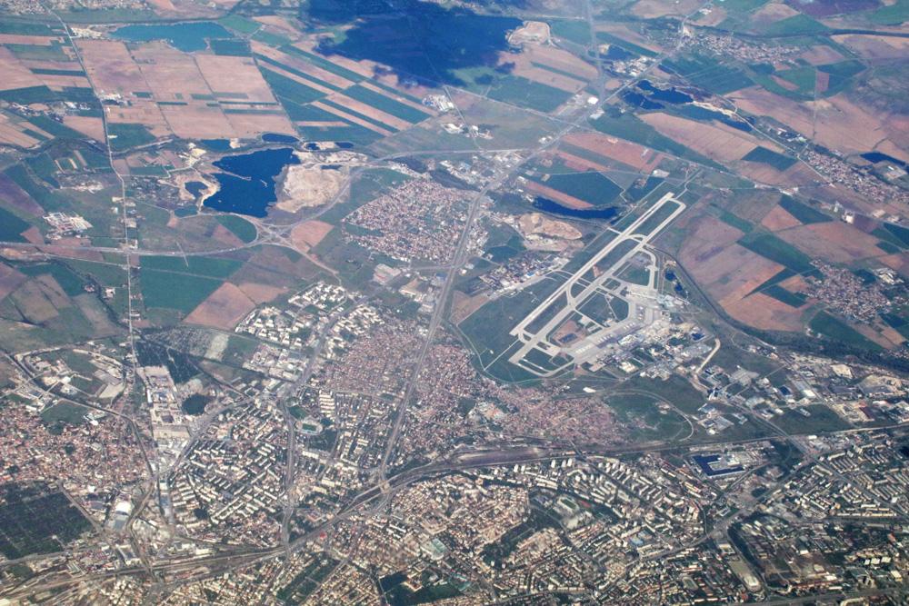 Bulgarien und die Hauptstadt Sofia wurden überflogen. Bei dieser Luftaufnahme ist auch der Flughafen zu erkennen