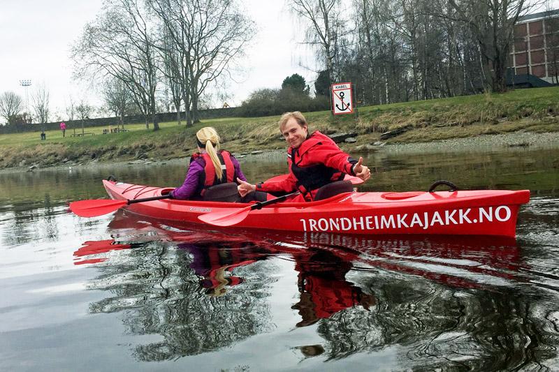 Mit einem Kajak bzw Kanu durch Trondheim in Norewegen fahren