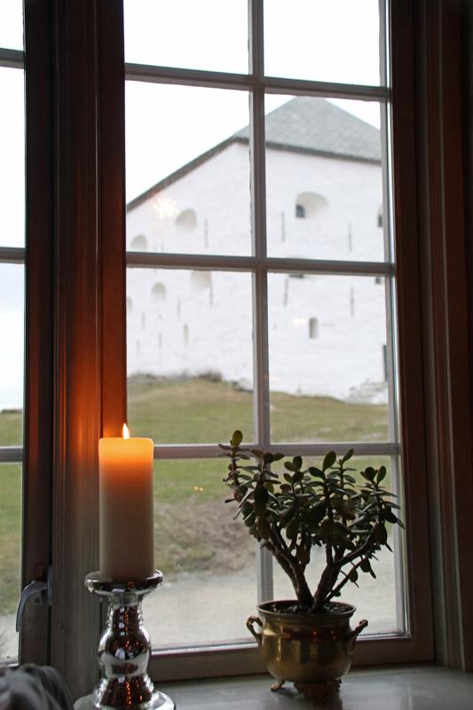Die Kristiansten Festung in Trondheim in Norwegen hat auch ein Restaurant mit lokalem Essen