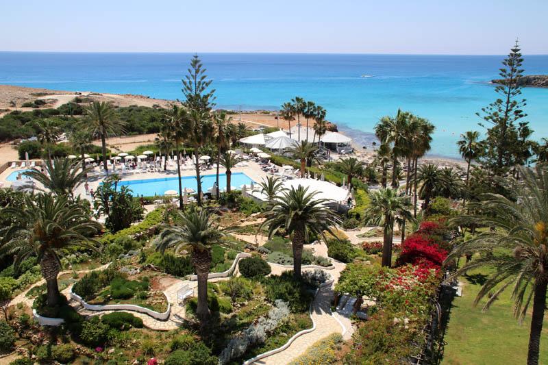 Typische Hotelanlage am Nissi Beach