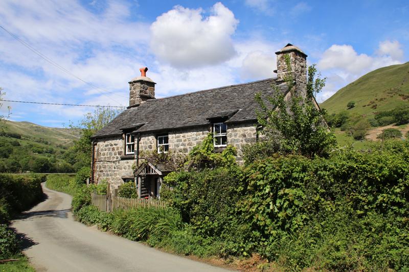 Eines der typisch walisischen Häuser am Straßenrand