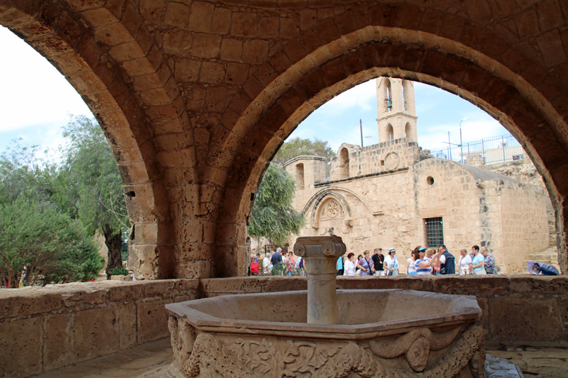 Innenhof des Ayia Napa Klosters auf Zypern