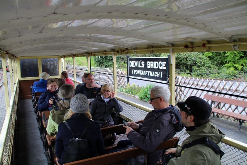 Die offenen Wagen der Vale of Rheidol Railway bieten perfekte Bedingungen zum Fotografieren während der Fahrt