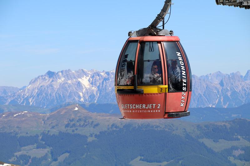 """Der """"Gletcherjet II"""" bringt die Besucher am Kitzsteinhorn immer höher in die faszinierende Bergwelt"""