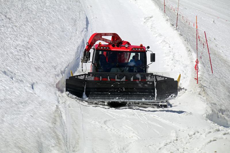 Am Gletscher herrschen auch im Sommer oft noch optimale Skibedingungen