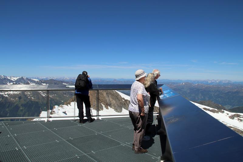 Eine Aussichtsplattform in über 3000 Metern höhe