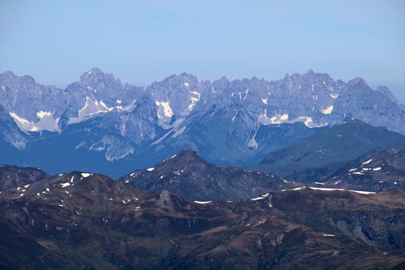Rund 70 Kilometer entfernt und doch so klar zu sehen - Das Kaisergebirge