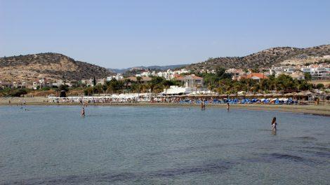 Gerade für Kinder ist das flache Wasser des Mittelmeer vor dem St Raphael Resort in Limassol auf Zypern ideal