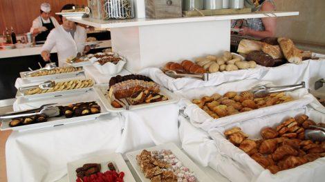 Das Frühstücksbuffet im Hotel ist eine Wucht. Hier nur ein kleiner Ausschnitt der Süßspeisen