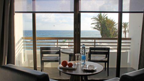 Ein Zimmer mit traumhafter Aussicht im Designhotel Almyra in Paphos auf Zypern