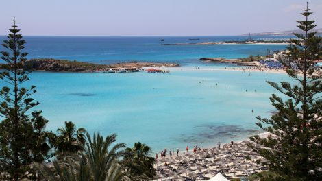 Der Strandabschnitt vor dem Grecian Bay Hotel zählt für viele zu den schönsten auf ganz Zypern