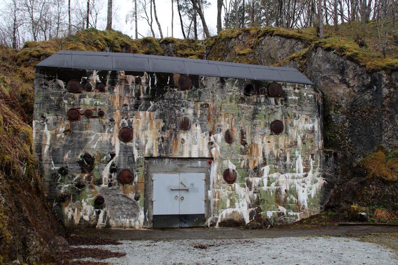 Getarnter Eingang zur Bunkerwelt der Festung Austrått