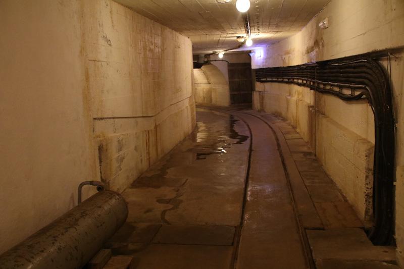 Die Gänge im Bunker erinnern mich an die Bunker am Obersalzberg